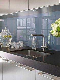 Küchenrückwand aus Glas - der moderne Fliesenspiegel sieht so aus
