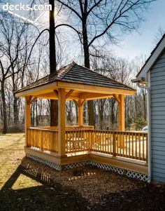 Low-to-grade level deck with square and open gazebo for both shade and style… … – 2019 - Deck ideas Gazebo On Deck, Screened Gazebo, Hot Tub Gazebo, Backyard Gazebo, Pergola Patio, Pergola Plans, Metal Pergola, Patio Roof, Pergola Kits
