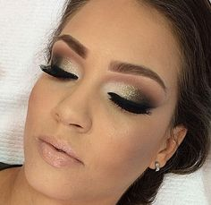10 Night Out Makeup Ideas That Men Find Irresistible Makeup Goals, Makeup Inspo, Makeup Inspiration, Makeup Tips, How To Make Hair, Eye Make Up, Bridal Makeup, Wedding Makeup, Make Up Tricks