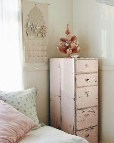 I LOVE THE DISTRESSED LOOK OF THE DRESSER. MAYBE RE-DO MY PINE DRESSERS??? #shabbychicdressersvintage