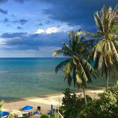 Love Koh Samui / Thailand ! Amazing bright colors right before the storm #nofilter #royalbeachsamui #kohsamui #samui #travel #thailand #lifeisbetterbythesea #islandlifestyle #kosamui