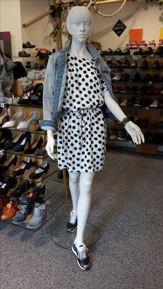 Zeigt her eure Sneaker! Traut euch, Sneaker zu Kleidern! #Sneaker #Kleider #Kaffe #NoClaim #Tramontana #summer