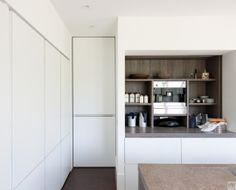 Moderne keuken met onzichtbare deur