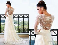 O vestido de renda artesanal com aplicação de cristais é de Martha Medeiros e leva cerca de um ano para ser confeccionado