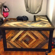 Upcycling Creations - Turning Trash Into Treasure: Pull up a stool at the PALLET BAR!! Like this.