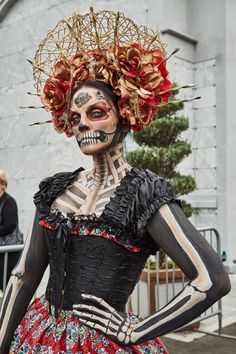 Day of the dead Up Halloween, Halloween Cosplay, Halloween Makeup, Halloween Costumes, Day Of The Dead Costume Dress, Day Of Dead Makeup, Sugar Skull Costume, Mexico Day Of The Dead, Skull Sketch