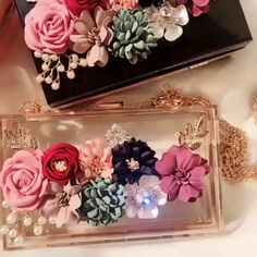 Crystals flower Party Clutch Bags ( 4 Colors) – Purses And Handbags Diy Diy Pouch No Zipper, Clutch Bag Pattern, Leather Totes, Leather Bags, Leather Purses, Telephone Iphone, Diy Lace Ribbon Flowers, Color Combinations For Clothes, Types Of Purses