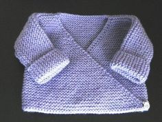 Lilac baby bra - My knits and tips Free tutorial Bra or lilac vest, garter stitch, needle N ° for baby in size 3 months Always aspired to be able to k. Baby Cardigan, Baby Pullover, Crochet Cardigan, Kimono Cardigan, Knitting For Kids, Baby Knitting Patterns, Baby Patterns, Knitting Yarn, Knitting Tutorials