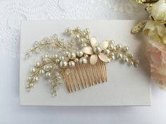 Hair Comb Wedding, Hair Combs, Pearl Hair, Gold Wedding, Wedding Hairstyles, Brooch, Pearls, Trending Outfits, Unique Jewelry