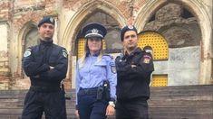 De ce mesajul Poliției Române despre droguri la Electric Castle nu e chiar așa cool cum crezi - VICE Captain Hat, Hats, Fashion, Moda, Hat, Fashion Styles, Fashion Illustrations, Fashion Models