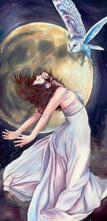 """ARIANRHOD -> Era filha de Dôn e Belenos, irmã de Gwydion, seu nome significa """"A Roda de Prata"""", a virgem que dá à luz os filhos Lleu e Dylan, depois de passar num teste de magia feito pelo seu tio, Math. Arianrhod é a Deusa das iniciações, da terra e da fertilidade, na tradição galesa. Senhora do renascimento, vivia num castelo estelar chamado """"Caer Arianrhod"""", associada à constelação Corona Borealis, retratada nos contos do Mabinogion em """"Math, filho de Mathonwy"""""""