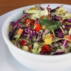 Dinner: Hearty Detox Salad: You don't have to stick to liquid foods in order to feel better. This hearty hemp seed and cabbage detox salad sweeps away bloat and fills you up with a satisfying crunch. Low Carb Dinner Recipes, Lunch Recipes, Salad Recipes, Cooking Recipes, Detox Recipes, Vegan Avocado Recipes, Healthy Recipes, Delicious Recipes, Avocado Salads