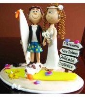 topo de bolo de casamento personalizado em biscuit noivinhos surfistas