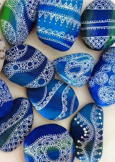 Stone Art Painting, Dot Art Painting, Pebble Painting, Pebble Art, Mandala Painted Rocks, Painted Rocks Craft, Hand Painted Rocks, Stone Crafts, Rock Crafts
