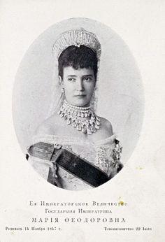 Minnie - Nicholas' mother