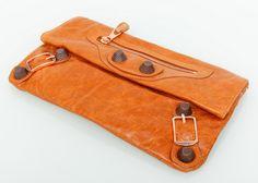 Сумка клатч Balenciaga из натуральной кожи. Светло-коричневый цвет Сумка клатч Balenciaga из натуральной кожи. Светло-коричневый цвет. Размер 30х18см #18636