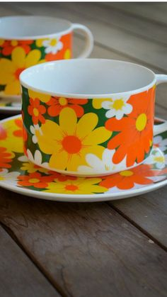 Retro daisy mugs