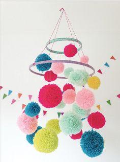 4785de5bfaf42 co chambre enfant - Suspension en pompons - DIY pom pom chandelier