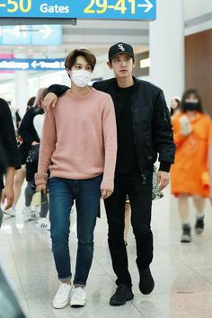 exo park chanyeol pcy and kai kim jongin Chanyeol Baekhyun, Exo Kai, Park Chanyeol, Kris Wu, Chanbaek, Chansoo, Kpop Fashion, Korean Fashion, Airport Fashion