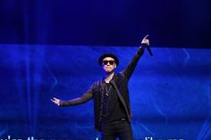 Leessang's Gary Touches Fans with His Sincerity and Warmth at Singapore Showcase
