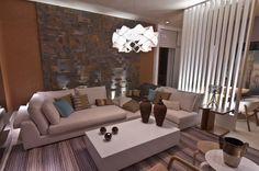 A arquiteta Adriana Consulin optou por um ambiente moderno, com o toque rústico de pedras, placas de concreto e outros revestimentos. O pape...