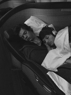 Larry Stylinson is my life its so beautiful Larry Stylinson, Harry Styles, Harry Edward Styles, Louis Tomlinson, Larry Shippers, Harry 1d, Beautiful Love Stories, Louis And Harry, Louis Williams