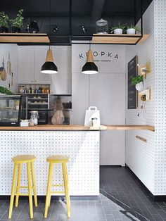 55 Awesome Small Coffee Shop Interior Design 42 - Home & Decor Small Coffee Shop, Coffee Shop Design, Coffee Shops, Bistro Design, Coffee Shop Bar, Cafe Restaurant, Modern Restaurant, Small Restaurant Design, Restaurant Counter