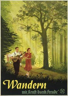 """-Faire de la randonnée avec """"la force par la joie"""" . -Hiking with """"strength through joy""""."""