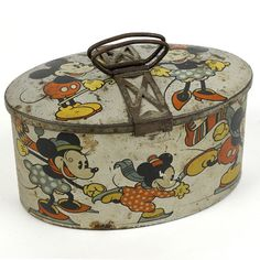 biscotti tin 1930 love this! Minnie Mouse, Mickey Mouse And Friends, Vintage Mickey, Vintage Tins, Art Deco Kitchen, Enamel Ware, Tin Containers, Vintage Games, Tin Toys