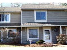 32 Overlook Drive, Unit 32 South Burlington, Vermont 2 lvl / 2 bed / 2 bath / 1,170 sq ft $205,000 // $193/month HOA
