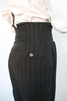 Diese so genannten Oxford-Taschen waren der letzte Schrei in den 1920er Jahren. Oxford-Studenten begonnen, diese weiten Hosen zu tragen, und sie