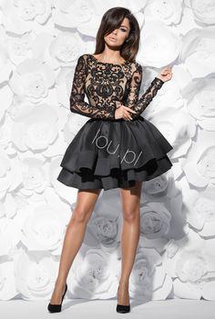 a36df8bd42 Sukienka z ekskluzywnym haftem z ręcznie wyszywanymi koralikami. Góra  sukienki cała pokryta jest cielistą tkaniną.Dół sukienki z dwoma falbanami  z ...
