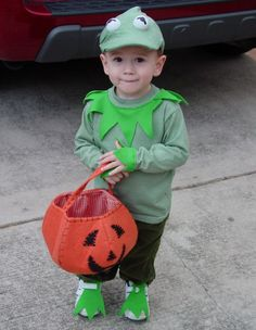 Calvin Halloween costume idea - Kermit The Frog Twin Costumes, Peter Pan Costumes, Easy Diy Costumes, Kids Costumes Boys, Unique Costumes, Toddler Halloween Costumes, Homemade Costumes, Costume Ideas, Kermit The Frog Costume