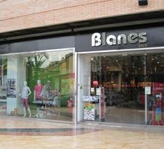 Blanes: calzados y deportes.  Local: L0-01. Teléfono: 968 471 052 http://www.deportesblanes.com