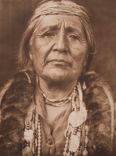 Edward Sheriff Curtis, Hupa Woman, 1923.
