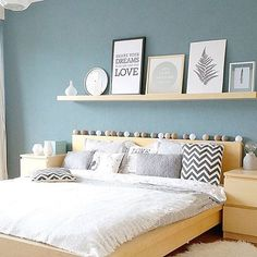Picture ledge above bed - Shelves - Shelves in Bedroom Above Headboard Decor, Decor Over Bed, Bedroom Wall Decor Above Bed, Floating Shelves Bedroom, Bed Shelves, Bed Wall, Bedroom Decor, Decor Room, Headboard Ideas