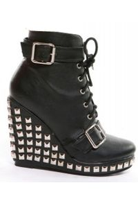 High Heel with Pyramide studs. Love it. See more www.blackno1.com <3