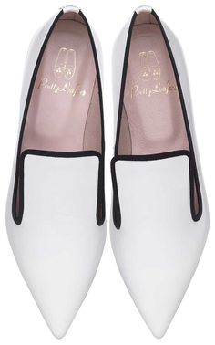 Pretty Loafers designed by LEAH WELLER. Pretty Loafers & Pretty Ballerinas. ELLA. #Black & #Whitte. Charol blanco con falla negra. #shoes #prettyballerinas #leahweller #prettyloafers #pretty