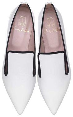 Pretty Loafers designed by LEAH WELLER. Pretty Loafers & Pretty Ballerinas. ELLA. #Black & #Whitte. Charol blanco con falla negra. #shoes #prettyballerinas #leahweller #prettyloafers #pretty