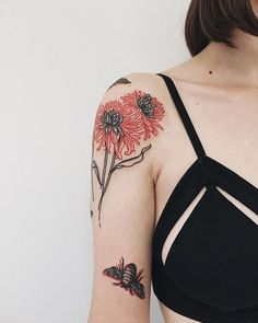 Check out our website for more Tattoo Ideas Shoulder Tattoos can be awesome. If you're thinking of getting inked, check out our Collection of the Best Shoulder Tattoos for Men and Women. Red Tattoos, Pretty Tattoos, Cute Tattoos, Beautiful Tattoos, Body Art Tattoos, Girl Tattoos, Small Tattoos, Tattoos For Guys, Sleeve Tattoos