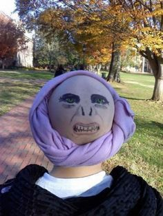 Insanely Cute And Simple Dollar Store Halloween Costumes That Are Gifts From God Turn a bald cap and a purple scarf into Professor Quirrell and Voldemort.Turn a bald cap and a purple scarf into Professor Quirrell and Voldemort. Harry Potter Disney, Theme Harry Potter, Harry Potter Love, Diy Harry Potter Costume, Lord Voldemort, Harry Potter Voldemort, Hogwarts, Best Halloween Costumes Ever, Diy Halloween