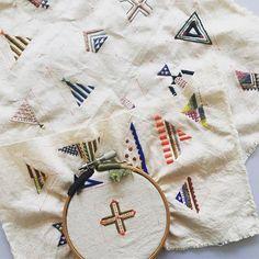 春までイベントが続くので少しずつ準備。 本も同時にいくつか読んでしまうタイプ #embroidery #embroideryart #broderie #刺繍 #刺しゅう