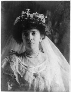 Alice Lee Roosevelt was the daughter of former president Theodore Roosevelt. Alice was born on February She was very self-assured and outspoken for a woman of those times. Alice also had a great sense of humor. Vintage Wedding Photos, Vintage Bridal, Wedding Pics, Wedding Gowns, Wedding Day, Vintage Weddings, Vintage Photos, Royal Weddings, Wedding Styles