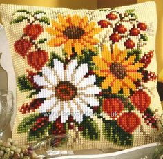 Knitting, crochet, embroidery, sewing and tons of inspiration for your next project. Cross Stitch Borders, Cross Stitch Flowers, Cross Stitch Charts, Cross Stitch Designs, Cross Stitching, Cross Stitch Patterns, Hardanger Embroidery, Folk Embroidery, Hand Embroidery Stitches