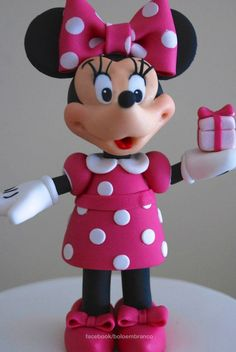 Here's the Minnie Mouse's birthday cake I've made this weekend. Happy Birthday Alice!!!