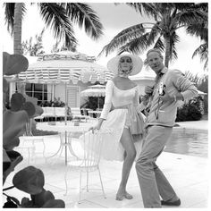 Carmen with photographer Norman Parkinson during fashion shoot in the Bahamas for British Vogue, July 1959