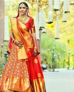 Want to look traditional but classy? Find latest Banarasi Lehenga Designs for weddings. Best Banarasi Lehengas of 2020 you cannot afford to miss. Indian Bridal Photos, Indian Bridal Outfits, Indian Bridal Fashion, Indian Bridal Wear, Indian Dresses, Designer Bridal Lehenga, Indian Bridal Lehenga, Bridal Dupatta, Indian Sarees