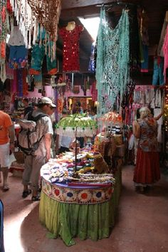 Si vas a #Ibiza no puedes perderte sus mercadillos #hipies, el de #LasDalias es uno de los más conocidos http://informacionsobreviajes.blogspot.com.es/2012/08/que-hacer-en-ibiza.html