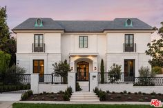 614 N Camden Drive, Beverly Hills Dream Home Design, Modern House Design, Mediterranean Homes Exterior, Luxury Homes Dream Houses, Dream House Exterior, Facade House, Classic House, House Goals, Exterior Design