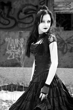Black Gothic Dress / Jewelry /  Corset / Gloves / Fashion Photography / Gothique Women  // ♥ More at: https://www.pinterest.com/lDarkWonderland/
